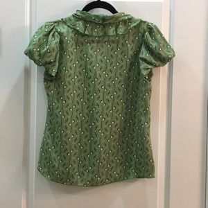 Banana Republic Tops - Banana Republic green geo-print blouse, size XS